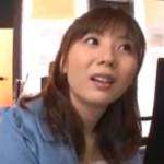 麻美ゆま:麻美ゆまちゃんが喫茶店で他のお客を無視して大胆露出セクース!