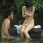 混浴露天に一人で来た巨乳JDに思わず勃起してしまい正直に打ち明けたら青姦させてくれた!