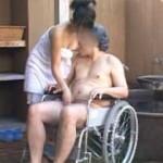 車椅子の老人を混浴風呂でセックスボランティアしちゃう巨乳介護士!