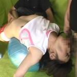 七咲楓花:アスリートコスプレした激カワ娘が露出乳首つまみされたりバランスボールトレーニング4P輪姦乱交したり…