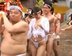 葵つかさ:夏です、祭りです。漢祭りに激カワ娘が一人参加したんで漢達を興奮させちゃって輪姦乱交!