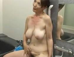 ムチムチなのにスレンダー垂れ乳巨乳な美人熟女と風呂場で生ハメ中出しセックス!