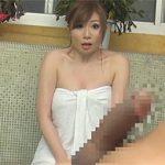 千乃あずみ:混浴風呂でカッチカチな巨根をタオル越しにアピってたらタオル取れちゃってこの表情w