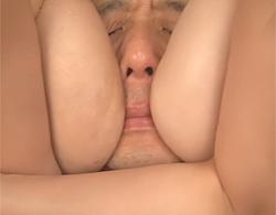 雪平こよみ,塚田詩織:挟まれて埋もれたw混浴サウナで二人の巨乳ギャルに痴女られて3P乱交で窒息した件w