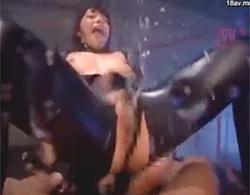上原亜衣:媚薬使われ4P輪姦乱交キメセクからの天まで届きそうな大噴射ハメ潮セックス!