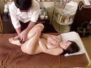 巨乳なセレブ奥様がエステ師のヌルヌル責めに完落ちして他人棒生ハメで寝取られたんがコレwww