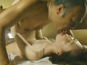 ヘンリー塚本:ムッチリ美巨乳な熟女がベロチューベチャベチャで不倫おセックスです!
