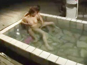 混浴露天温泉でやらかした巨乳若妻!?旦那に別室モニターで見られてると知らず他人棒と浮気wwww