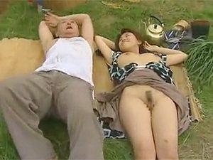 早坂めぐ,ヘンリー塚本》農作業の合間お昼の休憩で2発も青姦しちゃう昭和初期の農村新婚夫婦か…