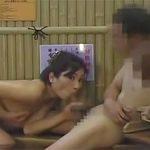 混浴で旦那とセックス中に覗いてた俺のチムポもロックオンからのNTRしちゃう美人妻w