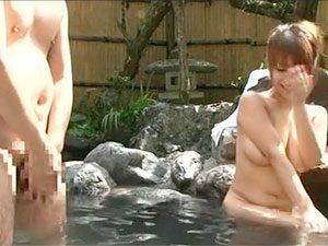 「すいません、大きくなっちゃって…」混浴風呂でご一緒した巨乳ちゃんがエロくてwww