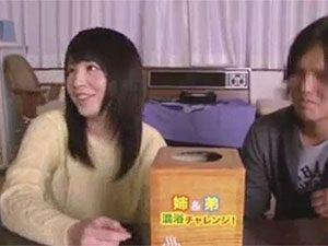 里咲しおりがデビュー前後に姉弟で混浴ミッションに挑戦したレア動画がコレw
