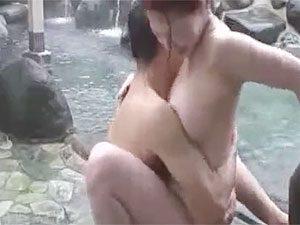 風間ゆみ:素人熟年カップルの露天混浴で青姦ファックを個人撮影で盗撮した感じのAVです!