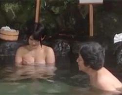 白咲碧:露天混浴温泉にたまたま居合わせた男性客を逆ナンしてセックスしちゃう素人企画発動したら…