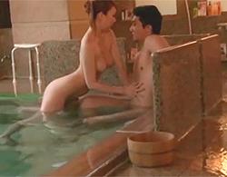 混浴風呂で巨乳痴女が素人カップルの男性を逆NTRしちゃう!こんな耐えれる奴いね~よwww
