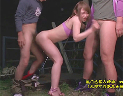 小西悠:変態露出狂巨乳ちゃんが夜陰に紛れて夜の公園で青姦露出な3P乱交セックス!