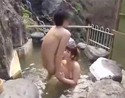 混浴露天温泉で巨乳痴女に痴女られてラッキーとばかりに青姦するもお掃除フェラからの2発目要求でコレw