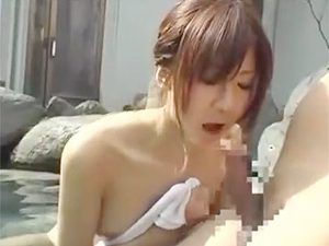 お友達と混浴温泉に来ていたJDに勃起チムポアピールして魚釣りの要領でマイ竿に食いついた瞬間がコレw