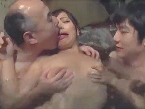 佐々木恋海:「いや、気持ち悪い顔近づけないで!」露天混浴で巨乳娘が無理やり嫌々青姦輪姦でキモオヤジに中出しまでされちゃう!